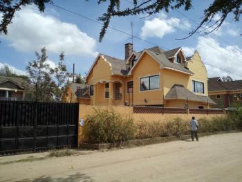a 5 Bedroom House with Dsq, Nairobi, Kitengela, Kajiado, Townhouse for Sale